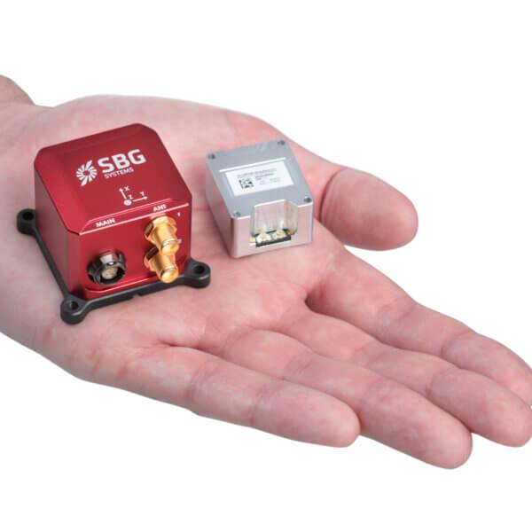 Miniaturowy system nawigacji z 9-osiowy czujnikiem IMU i RTK GNSS z dokładnością 1 cm